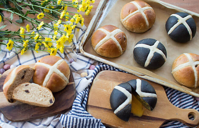 Easter activity with kids - Joe Dough Easter buns