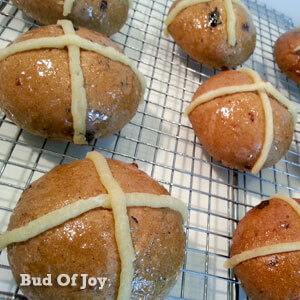 Easter activity with kids - organic hot cross buns