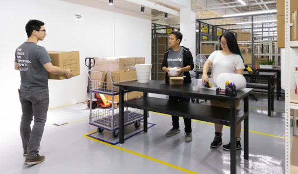 packing station in fulfilment work storage office facility (1)
