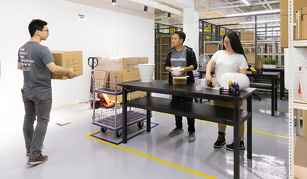 spaceship coworking space with warehouse for e-commerce retailers and startups-1